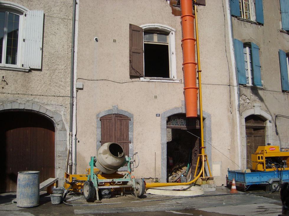 Mas Cévennes Rénovation - Pompe a béton installée