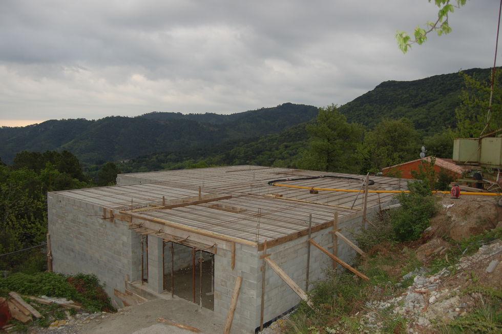 Mas Cévennes Rénovation - Préparation d'un plancher béton avec pompe