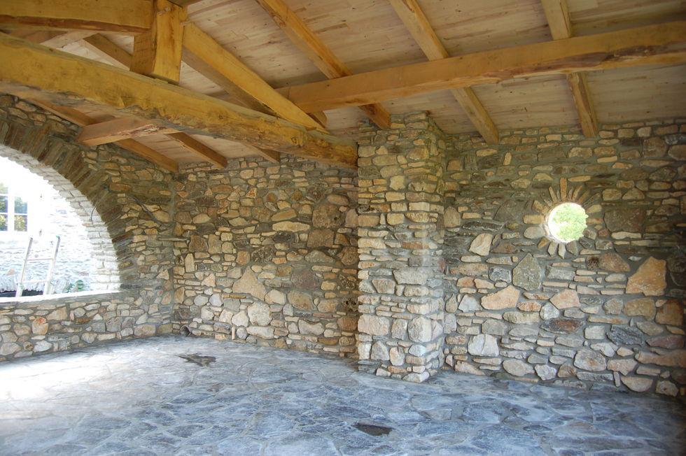 Mas Cévennes Rénovation - Dallage et murs en pierre + charpente